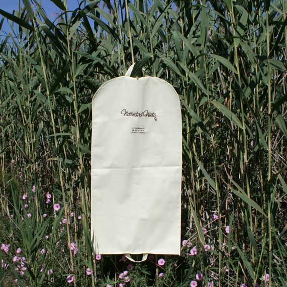 bolsa de tela + portatrajes blanco