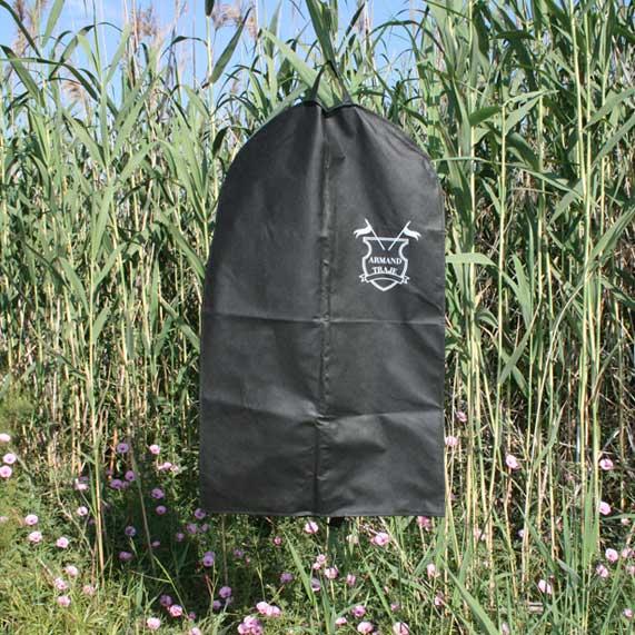 bolsa de tela + portatrajes negro